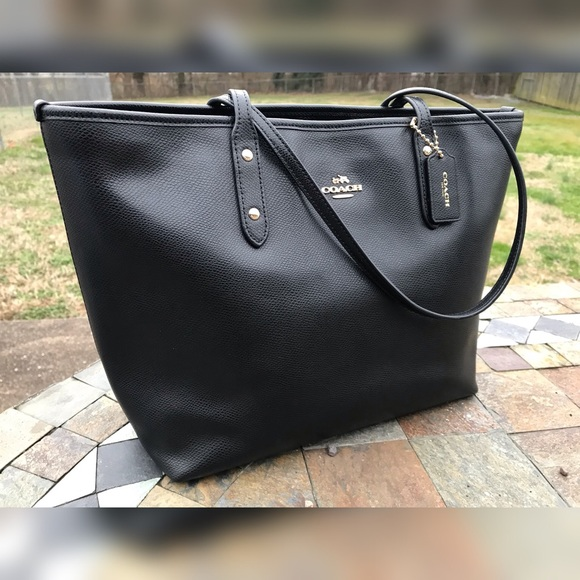 c46fa1912c Coach Handbags - Like new Coach black leather city tote bag purse